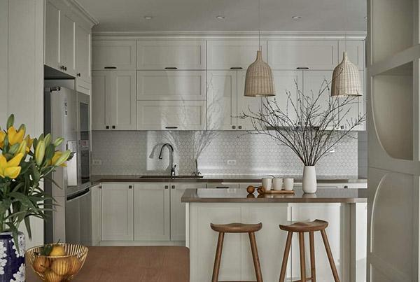 Phòng bếp đẹp với tông màu trắng tinh tế