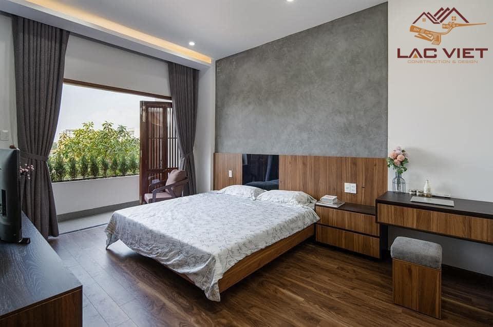 phòng ngủ master với ban công riêng