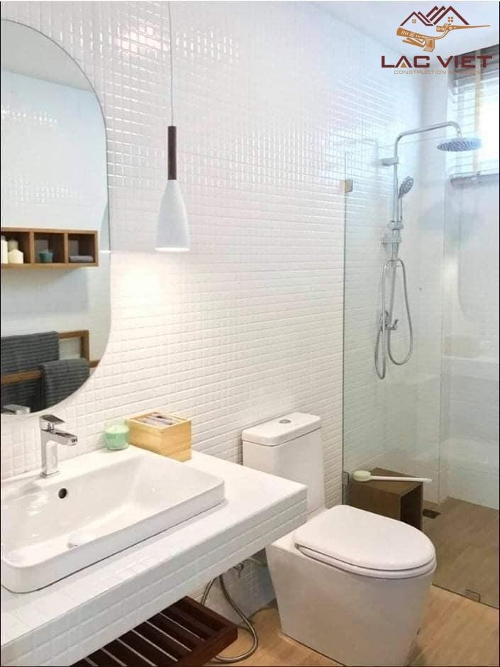 Nhà tắm rộng rãi với đầy đủ trang thiết bị