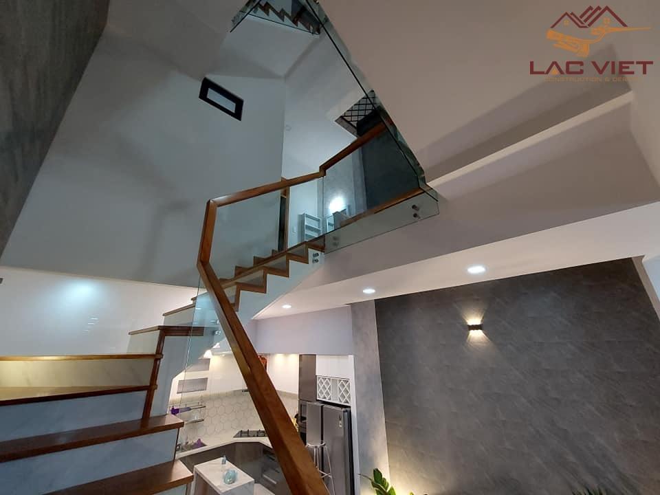 Khu vực cầu thang nhìn lên