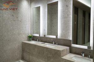 Trừ chi phí đắt đỏ thì đá tự nhiên là lựa chọn số 1 trong phòng tắm