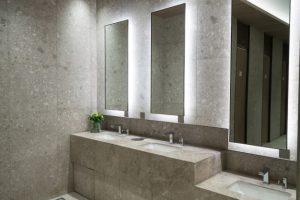 Phòng tắm ở trung tâm ngôi nhà cũng khiến nguyên khí chảy ra ngoài qua cống rãnh