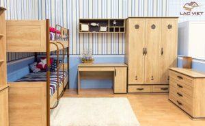 Phòng ngủ cơ bản cho bé với giường tầng, bàn học, tủ quần áo