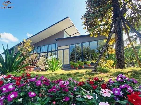 Nhà cấp 4 mái lệch theo phong cách hiện đại kết hợp sân vườn