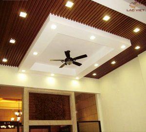 Mẫu 05 - Thiết kế trần phòng khách sử dụng hệ thống đèn ấn tượng